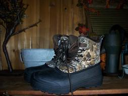 OZARK TRAIL MENS WINTER CAMOUFLAGE BOOTS SIZE 7 CAMPING HUNT